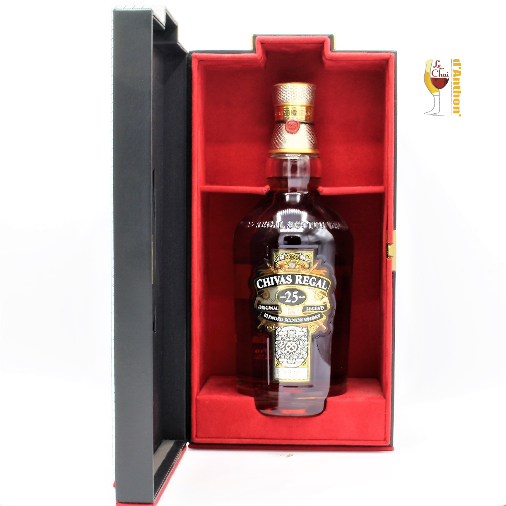 Le Chai D&926.JPG039;Anthon Spiritueux Whiskies Scotch Blend Chivas Regal 25 Ans 70cl(2) 926